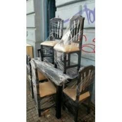 Comedor petalo con sillas tapizadas