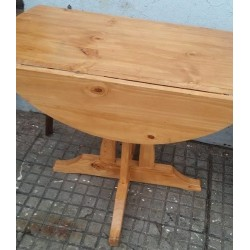 Mesa plegable con pie central